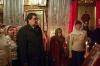 Губернатор в окружении людей - Пасха 2009г.